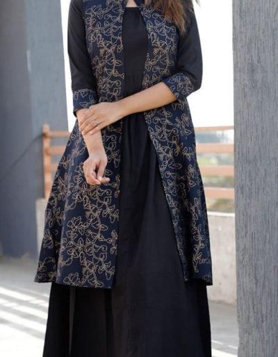 Black kurti with shrug in rayon fabric