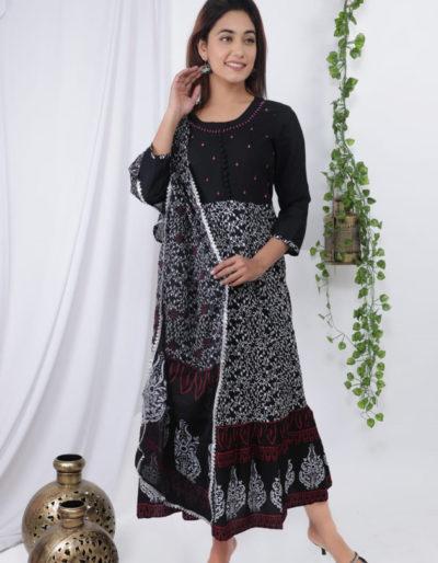 Long gown in black